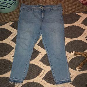 Ralph Lauren light wash Capri jeans